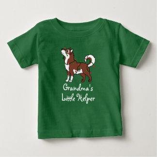 Röd alaskabo Malamute med julljus Tee Shirts