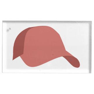 Röd baseballmössa bordskorthållare