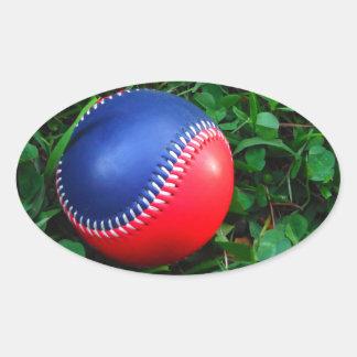 Röd & blåttbaseball med att sy för vit ovalt klistermärke