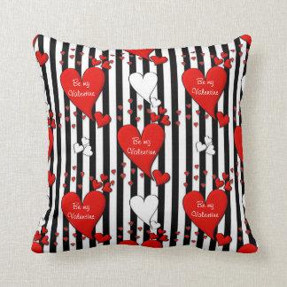 Röd dekorativ kudde för hjärta för