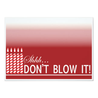 Röd födelsedagsfest för överrrakning 50th 12,7 x 17,8 cm inbjudningskort