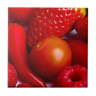 Röd frukt och grönsaker belägger med tegel/Trivet Kakelplatta