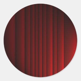 Röd gardin runt klistermärke