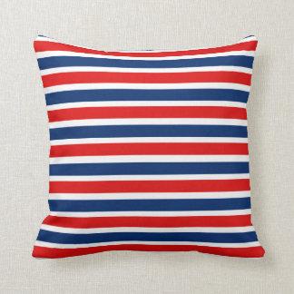 Röd görade randig vit och blått kudder kudde