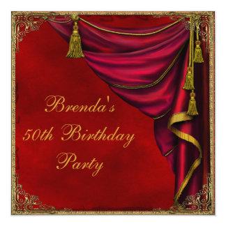 Röd guld- kvinna födelsedagsfest för guld 50th fyrkantigt 13,3 cm inbjudningskort