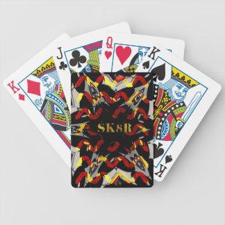 """Röd gult design för höft för svartabstrakt """"SK8R"""" Spelkort"""