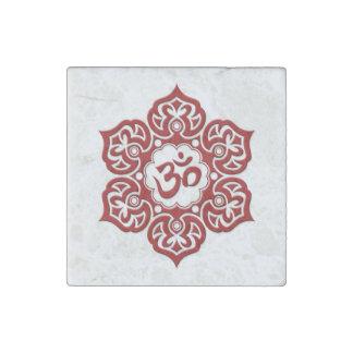 Röd lotusblommablomma Om på vit Stenmagnet
