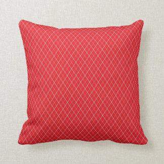 Röd och vitmönster kudde