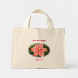 Röd orange liljablom var du är den planterade toto mini tygkasse