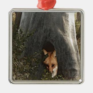 Röd räv i gåvor och dräkt för ett träd julgransprydnad metall
