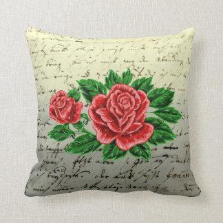 Röd ros på en handskriven brevdesign kudde