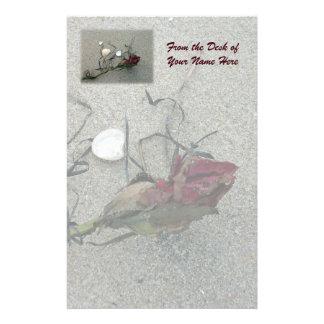 Röd rosborttappad på havet brevpapper