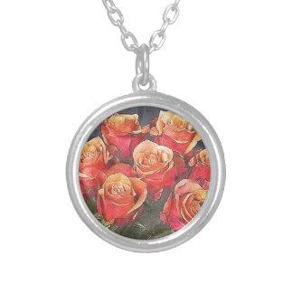 Röd rosillustration silverpläterat halsband