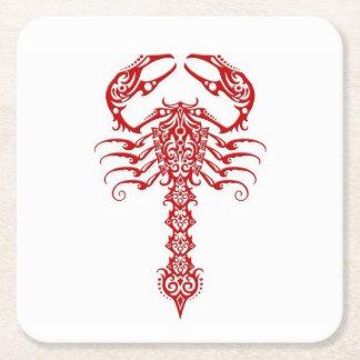Röd stam- Scorpion på vit Underlägg Papper Kvadrat