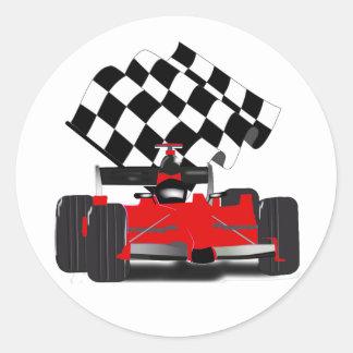 Röd tävlingbil med rutig flagga runt klistermärke