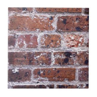 Röd tegelstenvägg för historiskt 18th århundrade kakelplatta