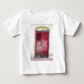 Röd trädörröppning t-shirt