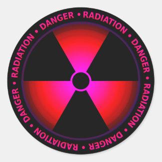 Röd utstrålningssymbolklistermärke runt klistermärke