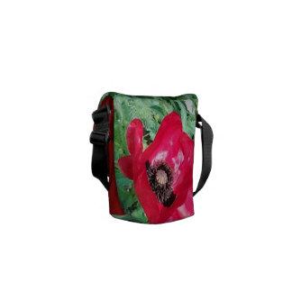 Röd vallmodesign för medelmessenger bag kurir väska