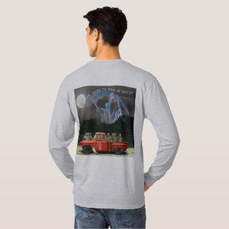 Röd varubillastbil med besättningen t shirts