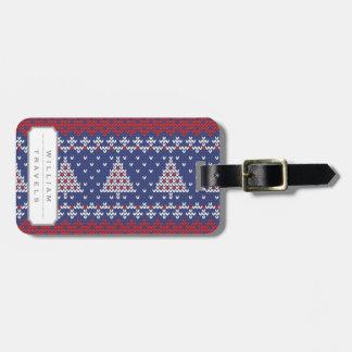 Röda blått och stuckit mönster för vit julgran bagagebricka