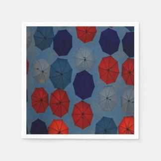 röda blåttparaplyer för pappra servetter