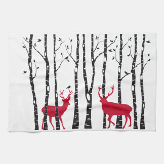 Röda deers i björkträdskog kökshandduk