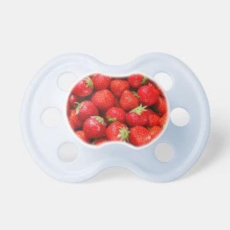 Röda jordgubbar napp