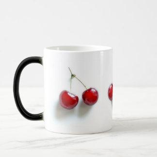 Röda körsbär magisk mugg