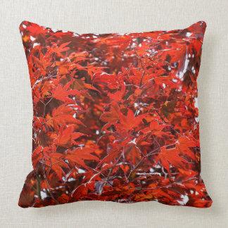 Röda lönnlöv kudde