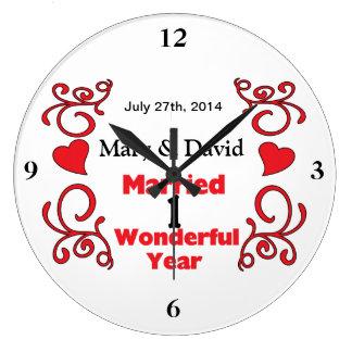 Röda rulla- & hjärtanamn & daterar 1 år årsdag stor rund klocka
