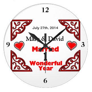 Röda svart hjärtanamn & daterar 1 år årsdag stor rund klocka