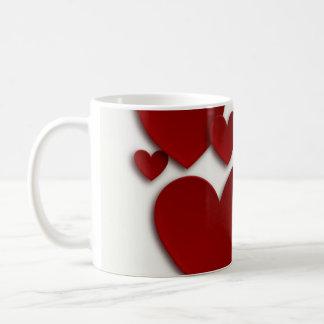 Röda tredimensionella hjärtor vit mugg