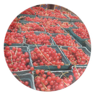 Röda vinbär från union kvadrerar tallrik