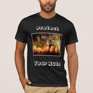 Rodenten eller en man skyddar dina muttrar t-shirt
