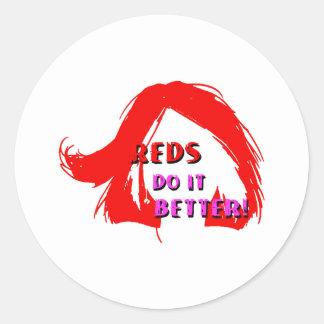 Rödhårig gör det som är bättre runt klistermärke