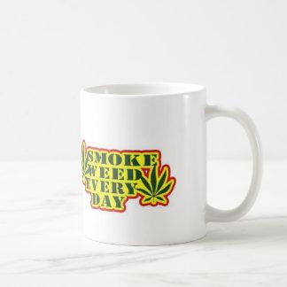 Röka ogräset varje dagkaffemugg kaffemugg