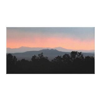 Rökig sträckt kanfas för berghorisont soluppgång canvastryck
