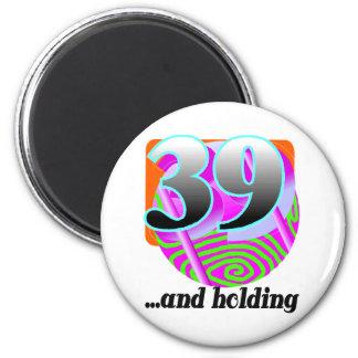 Rolig 39th födelsedaggåva magnet rund 5.7 cm