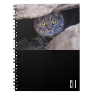 Rolig anteckningsbok med katten