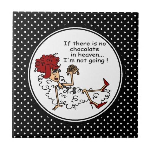 Rolig choklad i himmelminnessak belägger med tegel kakelplatta av kerami