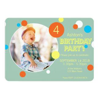 Rolig födelsedag för foto för grönt för 12,7 x 17,8 cm inbjudningskort
