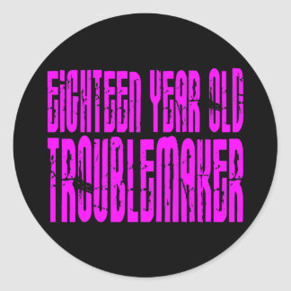 Rolig födelsedagen arton åriga Troublemake för Runt Klistermärke