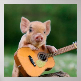 Rolig gullig gris som leker gitarren poster