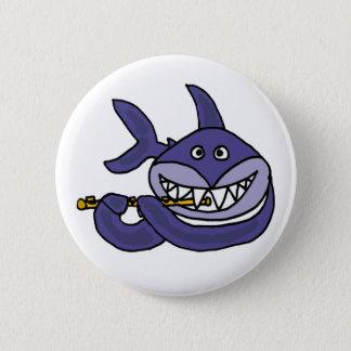Rolig haj som leker flöjttecknaden standard knapp rund 5.7 cm