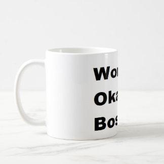 Rolig humoristisk arbetsvärlds gåva för Okayest Mugg