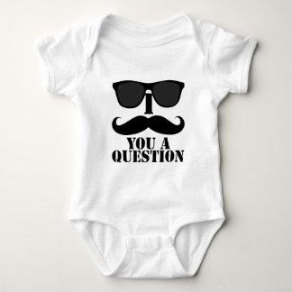 Rolig I-Moustache dig solglasögon för en Tee Shirts