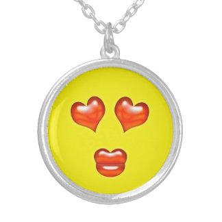 Rolig kärlekkyssEmoji Smiley Silverpläterat Halsband