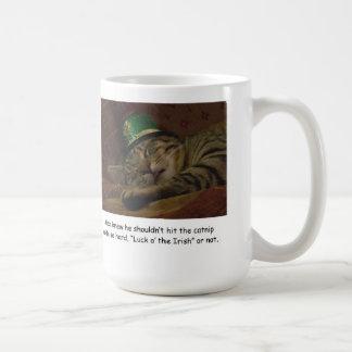 Rolig kopp för saint patrick's daykattkaffe