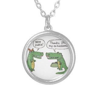 Rolig krokodil silverpläterat halsband